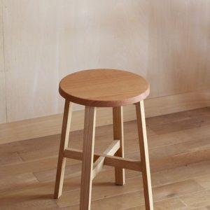 Стул (табурет) из дуба, с сиденьем круглой формы, купить в Минске