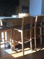 Барные стулья с мягким сиденьем из дуба, со спинкой. Модель SB1030.