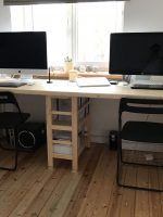 Большой рабочий стол, когда обоим нужно свое рабочее пространство.