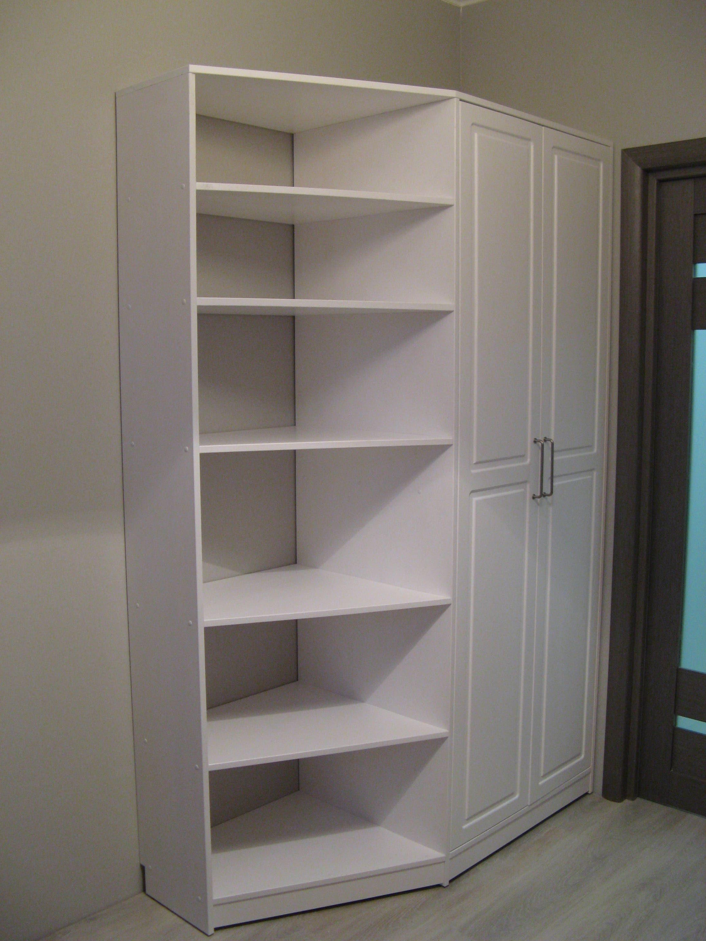 Шкаф-стеллаж из сосны, покрытие белая эмаль.