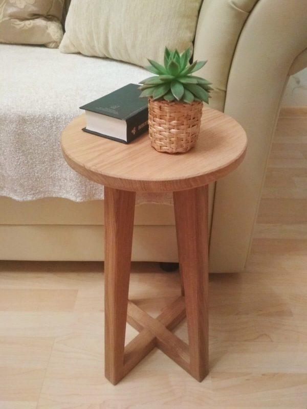 Маленький журнальный столик из дуба