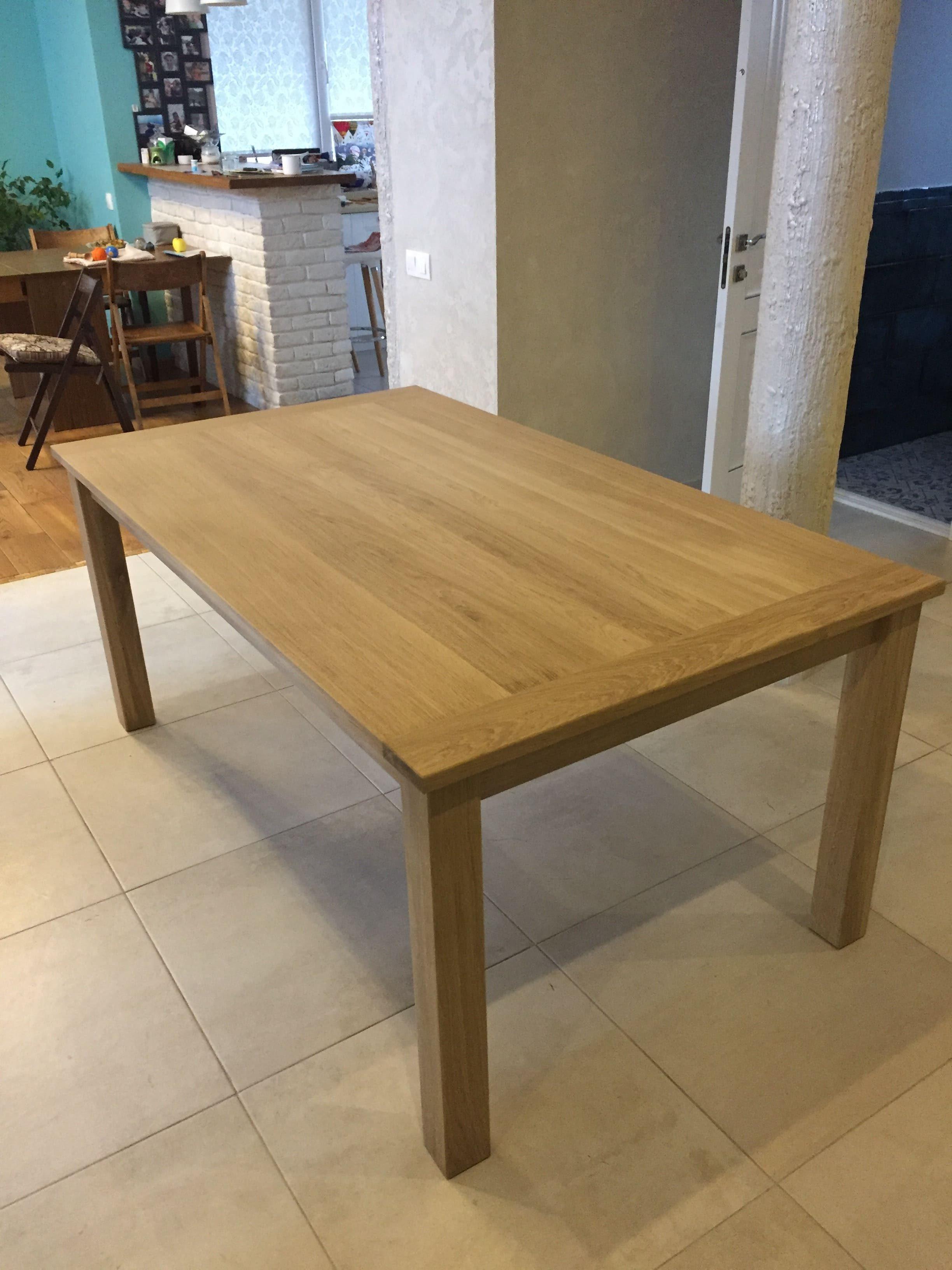 Большой обеденный стол из массива дуба.
