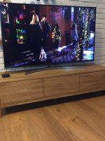 Тумба под телевизор из массива дуба