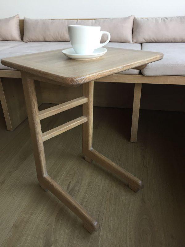 Приставной столик из массива дуба под заказ