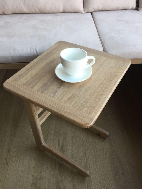 Приставной столик из массива дуба заказать