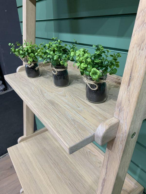 Приставной стеллаж лестница из массива дуба
